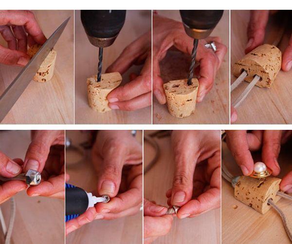 Срежем ножом примерно одну треть от пробки по длине. В большей половинке проделаем два отверстия с помощью дрели, а затем, используя булавку, протянем в оба отверстия два конца шнурка. Декорируем.