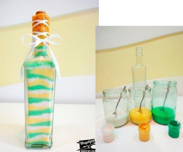 Бутылка с разноцветной солью станет отличным украшением кухни. Понадобится гуашь, бутылка с крышкой, соль, противни, банки.