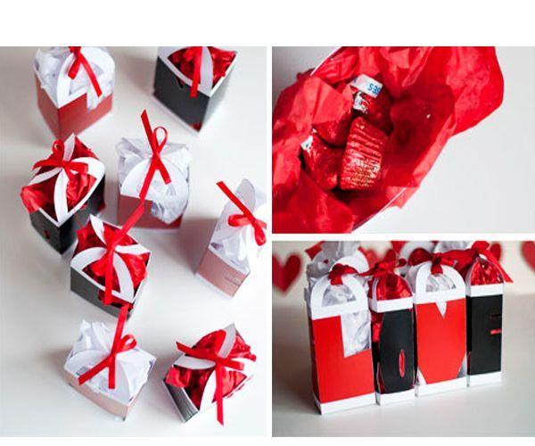 По очень простой схеме можно сделать необыкновенно оригинальные подарочные коробочки, боковые стороны которых образуют слово love.