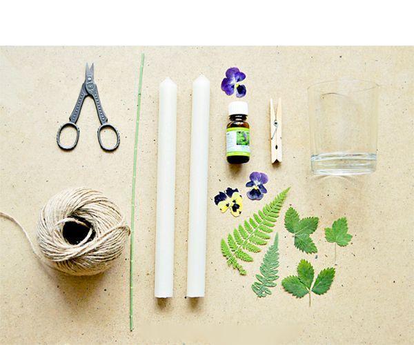 Для работы нам понадобится: белая свеча, ножницы, листочки, стеклянный стакан, эфирное масло, шпагат, палочка.