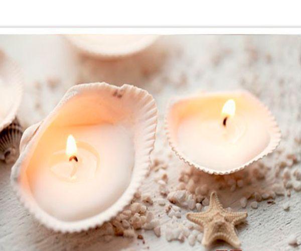 Для создания таких свечей нам понадобятся: широкие неглубокие ракушки, парафин или соевый воск, фитили, клеевой пистолет.