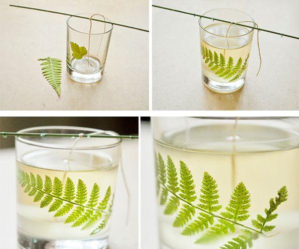 Затем привязываем фитиль к палочке и размещаем его в центре стаканчика. Предварительно прикрепляем к стенкам сухие листья, чтобы они хорошо держались их нужно немного смочить. Заливаем парафин.