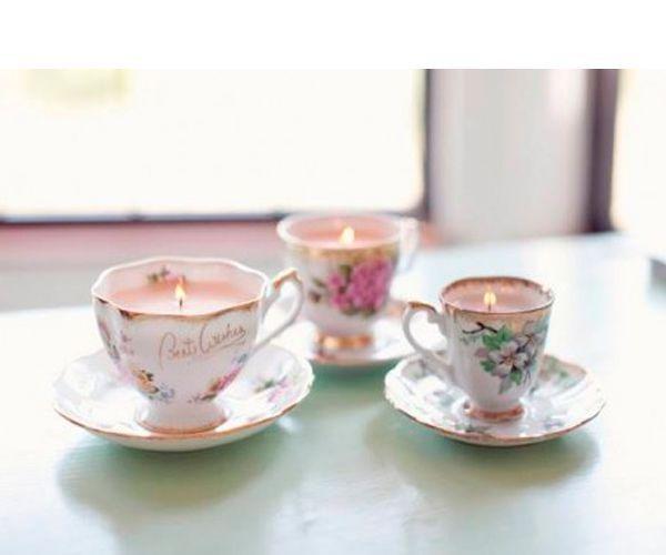 Сделать свечи в чашках легко. Растопим свечу на водяной бане.