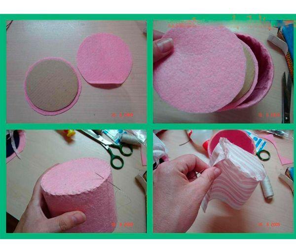 На донышко вырежьте из картона круг и 2 круга из салфетки, сложите между собой и пришейте к основной части, внутрь вставьте подкладку.