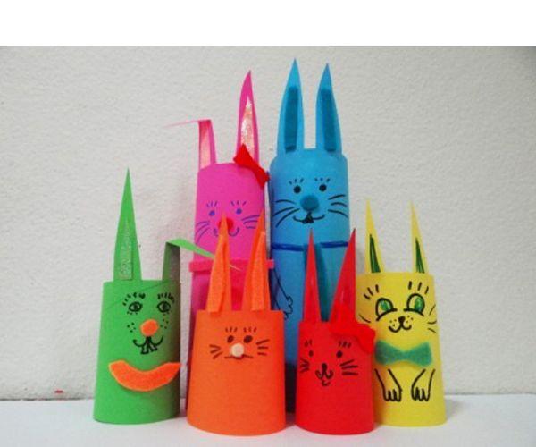 Чтобы сделать такое веселое семейство, нам понадобится: цветная бумага, цветной фетр, ножницы, клей, фломастеры.