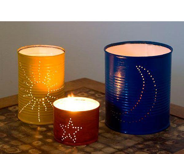 Такие подсвечники можно использовать для декора в новогодние праздники или же на даче. Вам понадобятся: банки, грунтовка, краска, лак, дрель с тонким сверлом, бумага и карандаш.