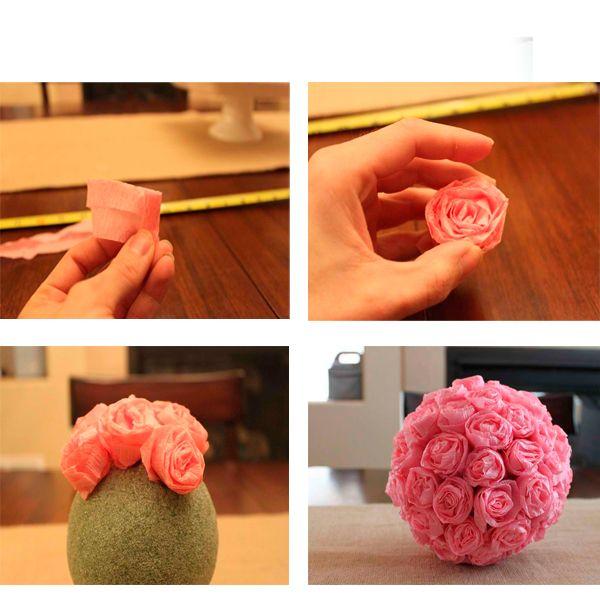 Разрезаем салфетки на узкие ленты и сворачиваем, образуя розочки. Обклеиваем розами шар-основу.