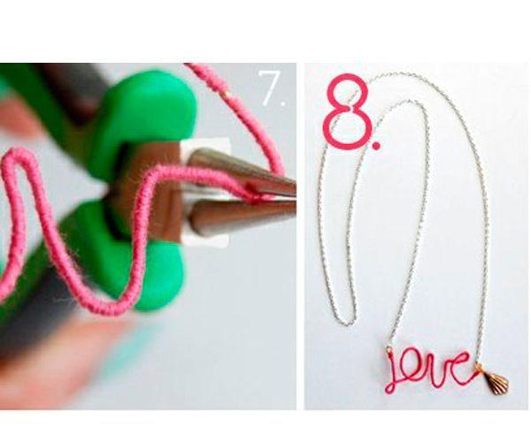 Сформируйте из проволоки буквы. Подвесьте кулон на цепочку.