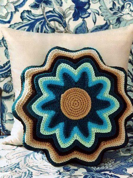 Оригинальные подушки крючком — идеи