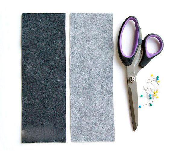 Для изготовления чехла с кармашками нам понадобятся такие материалы: фетр, ножницы, булавки, швейная машинка. На работу вы потратите не более получаса.