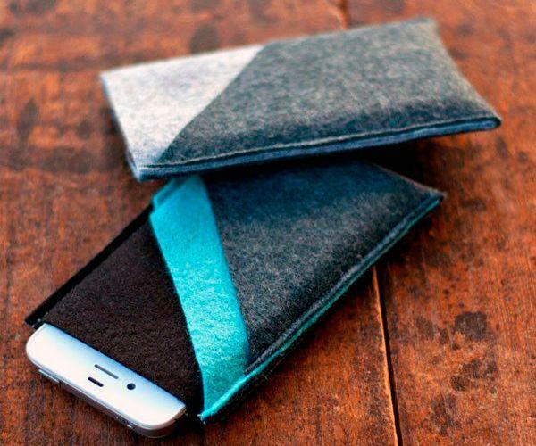 В этом мастер классе показано, как сделать простой чехол с карманами из фетра своими руками. Размер чехла меняем в зависимости от размера нашего телефона.