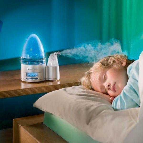 Всем известно, что пересушенный воздух вредит малышам. Увлажнитель воздуха станет незаменимым помощником.
