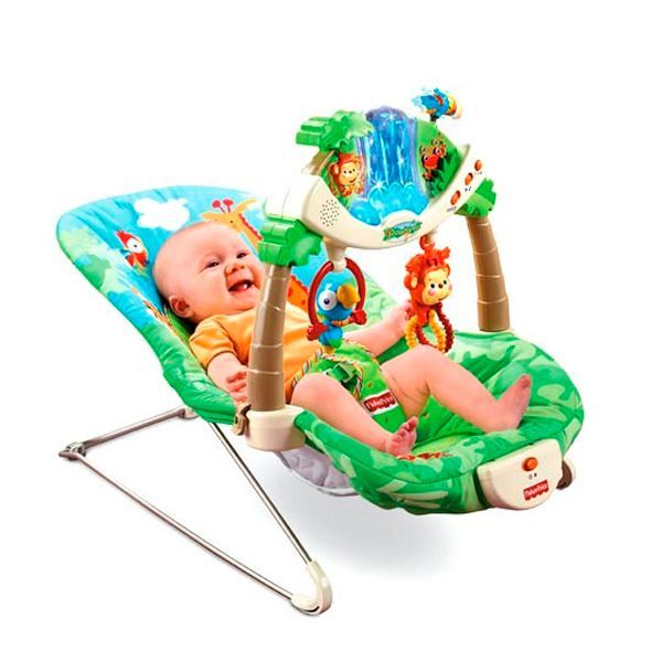 Если вы располагаете крупной суммой, подарите новорожденному шезлонг. Это невероятно удобная вещь, которую оценит и малыш, и мама.