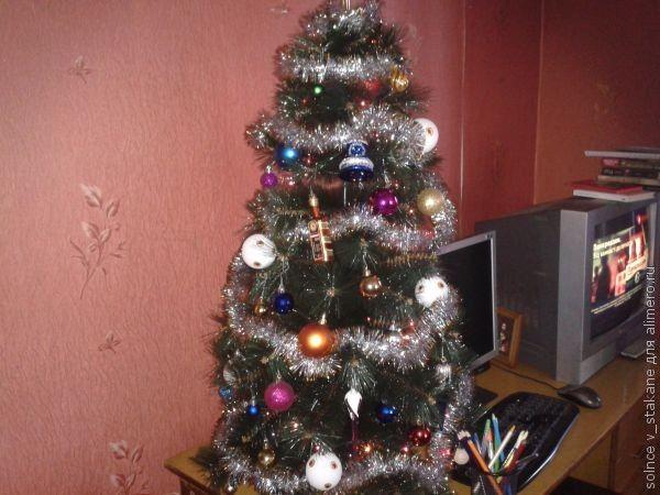 Новогодняя елка и кошка