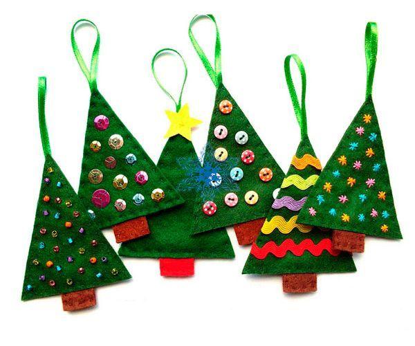 Такими поделками из фетра можно украсить новогоднюю елку. Вам понадобится: фетр, ножницы, наполнитель (синтепон), тесьма, стразы, бусины, пуговицы и т.д. для декора.