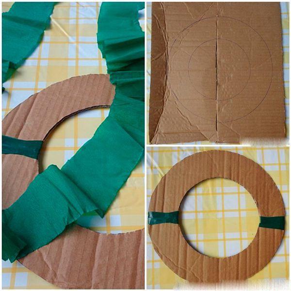 Из плотного картона сделайте основу - кольцо желаемого размера. Лентой из зеленой гофрированной бумаги обмотайте его так, чтобы не просвечивал картон.