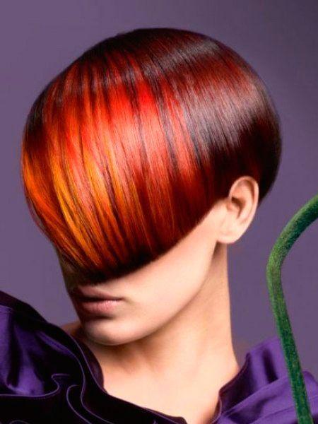 Для сезона осень-зима 2014–2015 характерно смешивать между собой модные цвета, подчеркивая блонд медью, в частности, добавив пряди красной меди, красного, оранжево-красного, бурого, каштанового, красного дерева, спелой сливы.