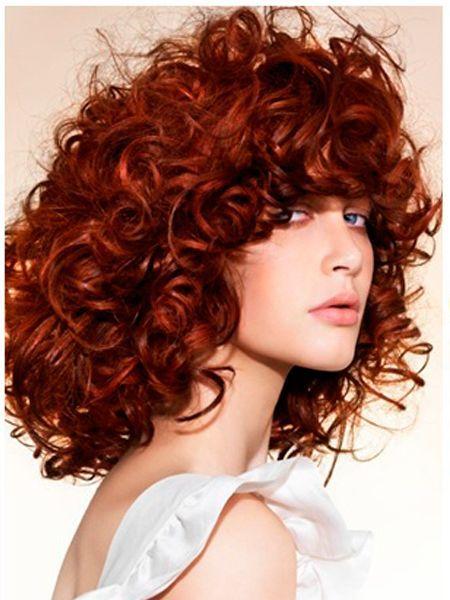 Рыжеволосым красавицам повезло! Их стилисты не в чем не ограничивают! В тренде любые оттенки рыжего: медный, бронзовый, золотистый. Особенно в сочетании с кудряшками этот цвет волос смотрится особенно обворожительно!