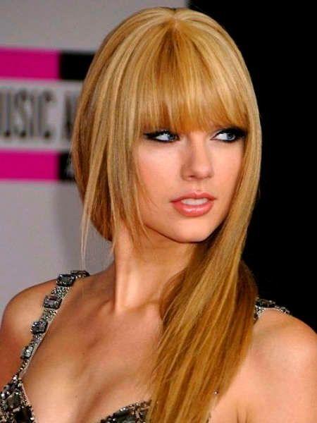 На замену кукольному, не естественному блонду, пришли более натуральные и теплые тона: карамельный, песочный, светло-золотистый. Однако, это не значит, что вам придется перекрашиваться.