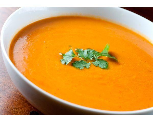 Тыквенный суп для похудения является очень полезным для нашего организма. Помимо того, что тыква содержит в себе много витаминов и минералов, в ней еще содержатся каротин и пектин, которые обладают уникальным свойством очищать наш организм от шлаков и токсинов.