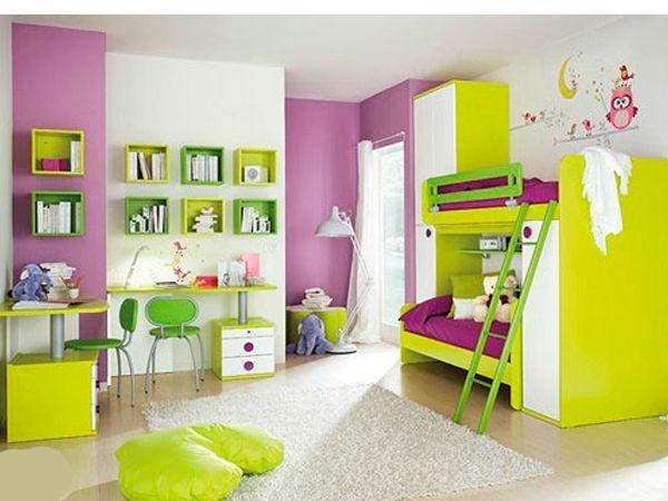Подросшие дети, скорее всего, имеют свое видение интерьера их общей комнаты, и будет лучше выслушать их мнение при ремонте комнаты для близнецов-подростков.