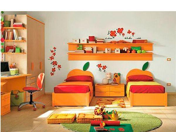 Мебель для девочек подбирается по тому же принципу, что и для мальчиков: она должна быть функциональной, удобной и безопасной. Так как чаще всего комната для двойняшек не слишком велика по размеру, то стоит обратить внимание на многоярусную мебель или мебель-трансформер.