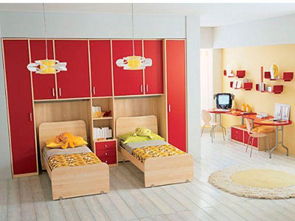 Многоярусность вовсе не означает лишь кровати, расположенные одна над другой, но и кровати, расположенные на возвышении, под которыми находятся ящики с вещами или рабочее место.