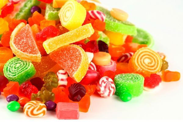 Пока в вашем доме есть сладости, вам не сбросить ни одного килограмма. Спрячьте все, что может способствовать увеличению веса. Придумайте своеобразный ритуал: прежде чем отправлять в рот очередную карамельку, выполните какую-нибудь малоприятную для вас работу.