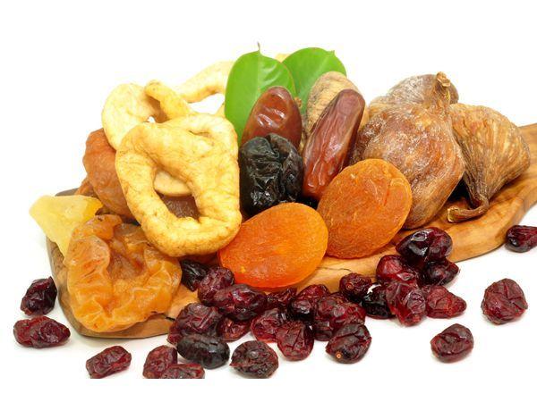 Сухофрукты всегда должны быть в вашем доме, например, чернослив, сушеные яблоки. Между приемами пищи, если почувствуете сильный голод, можно съесть 34 чернослива или столько же ломтиков яблок.