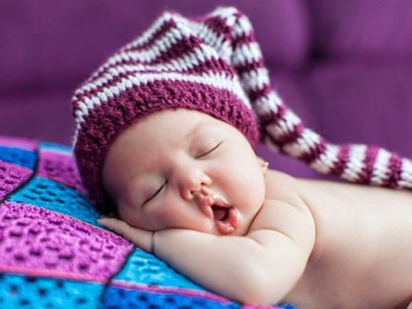 Нет ничего доверчивей ребёнка, когда он спит, к твоей груди припав. Его дыханье бережно и тонко. Оно нежнее, чем дыханье трав.
