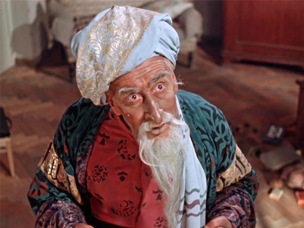 """""""Старик Хоттабыч"""". Пионер Волька выловил в Москве-реке древний сосуд. Вскрыв его, он понимает, что внутри запечатан сказочный джинн — Гассан Абдуррахман ибн Хоттаб."""