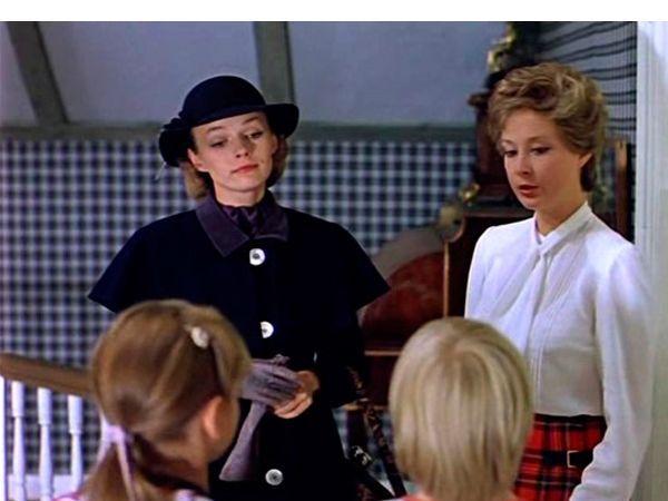 """""""Мэри Поппинс, до свидания"""". Семейство Бенкс озабочено поисками няни для своих детей. И как это бывает только в сказке, она появилась прямо из воздуха, прекрасная, ни на кого не похожая. Как раз такая, какую мечтали бы иметь в своем доме всякие любящие родители."""