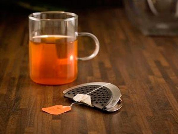 Этот небольшой гаджет позволит вам выжать из чайного пакетика все, до последней капли ароматного напитка.