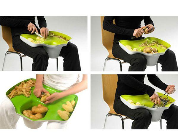 Удобная доска-поднос для чистки и нарезки картофеля.