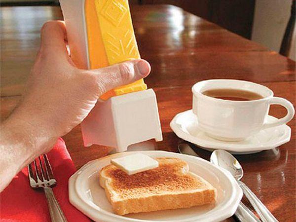 Гаджет для нарезки сливочного масла сделает ваш завтрак намного приятнее. Делая бутерброд, вам не понадобится отрезать масло ножом. Также данное устройство выдаст нужный порционный кусочек, посчитав допустимый процент калорий.
