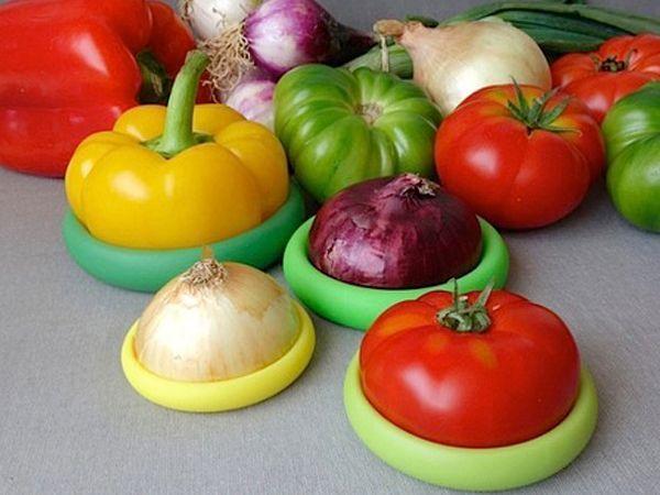 Эти чудные яркие силиконовые  крышечки «обнимают» половинки фруктов и овощей так, что они остаются свежими, находясь в холодильнике.