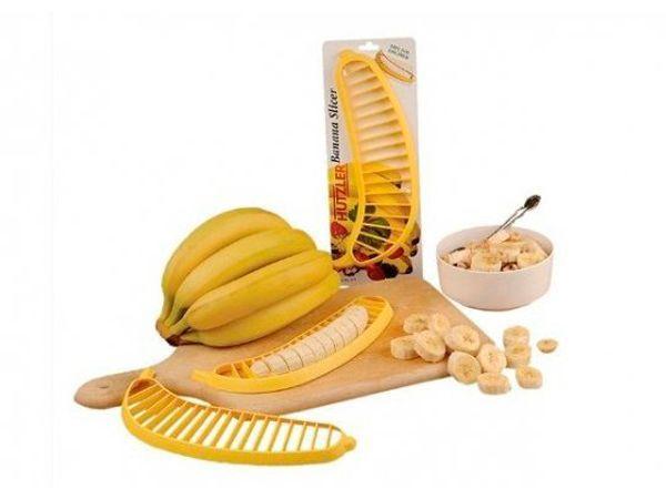 Бананорезка моментально нарезает банан аккуратными кусочками.