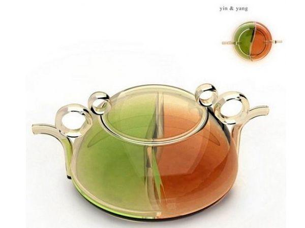 Оригинальный чайник позволяет заваривать зеленый и черный чай одновременно.