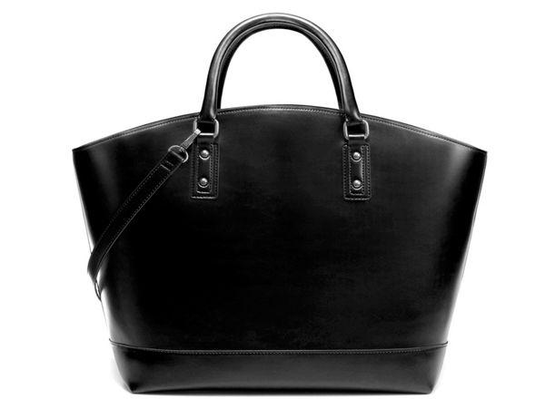 Дорогая кожаная сумка - прекрасный подарок. Главное - быть уверенным, что маме она понравится.