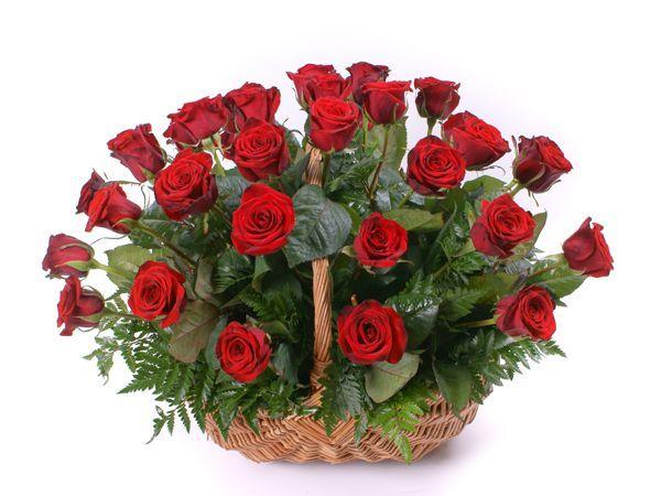 Корзина роз. Это должны быть свежесрезанные цветы насыщенных оттенков: бордовые, коралловые, малиновые, фиолетовые и т.д.