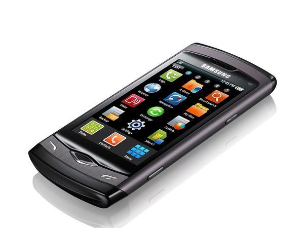 Случается, и к сожалению довольно часто, что на экранах мобильных телефонов появляются небольшие царапины. Достаточно нанести немного зубной пасты на экран, а затем протереть влажной салфеткой и высушить мягкой тканью.