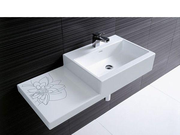 Зубная паста – отличное средство для мытья раковины в ванной. Необходимо нанести ее на раковину, протереть губкой и смыть.