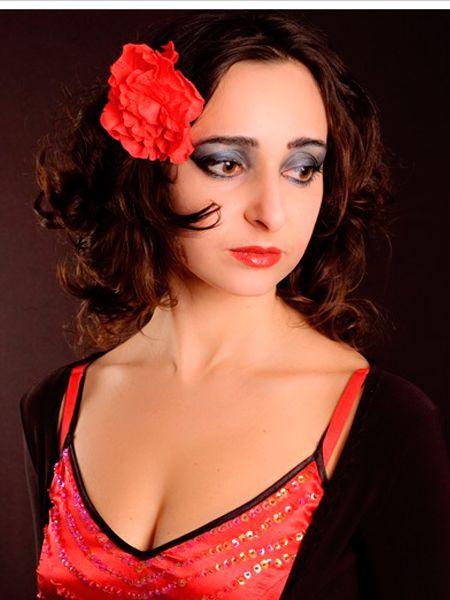 Лучше всего для фотосессии подойдут накладные ресницы. Благодаря им глаза будут более выразительными и яркими.