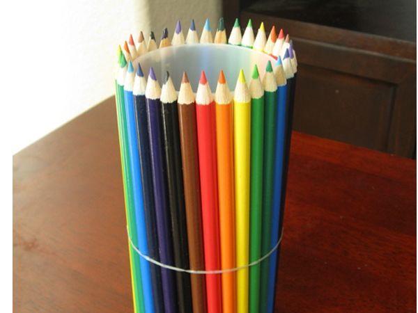 Нужно, чтоб поверхность стакана не была видна сквозь заборчик из карандашей.