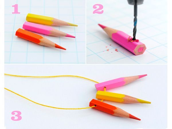 Чтобы сделать подвеску, карандаши нужно брать побольше. Техника изготовления та же.