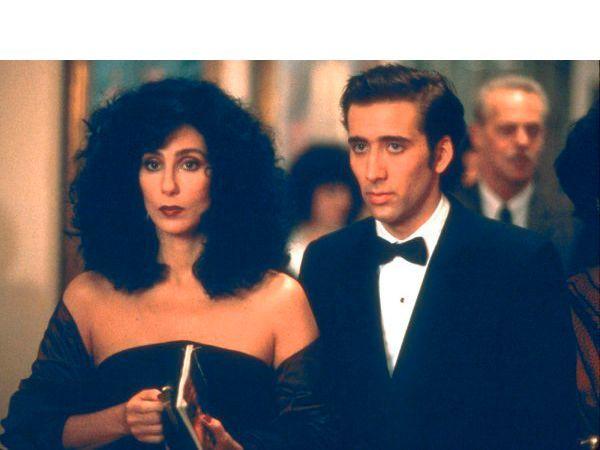 Очарованные луной. Фильм о любви 37-летней итальянки из Нью-Йорка к брату своего жениха собрал три Оскара (в том числе Шер за лучшую роль), два Золотых глобуса, одну BAFTA и другие почетные премии.
