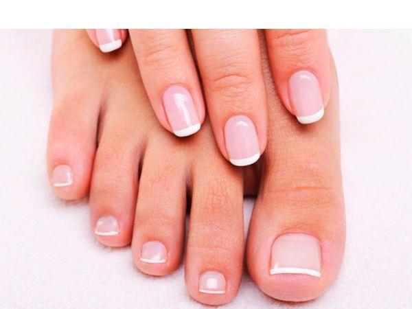 Делайте на протяжении недели-двух ванночки из подогретого оливкового масла, чтобы укрепить ногти.