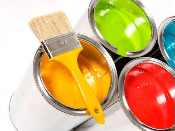 Если во время ремонта вы измазались краской, натрите грязные руки оливковым маслом. Дайте маслу впитаться в течение пяти минут, а затем смойте водой с мылом.