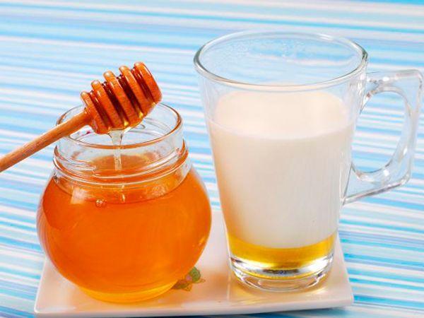 Если вы чувствуете, что простыли, выпейте стакан домашнего горячего молока, причем предварительно растопив одну столовую ложку меда в молоке. В большинстве случаев, выполнив эту процедуру, бежать в аптеку за лекарствами вам не понадобится.