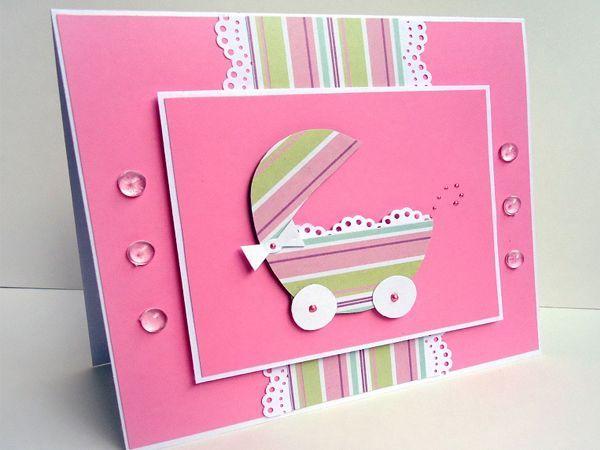 Берем основу для открытки и складываем ее пополам. Теперь берем три одинаковых прямоугольника и приклеиваем на основу сначала розовую бумагу.